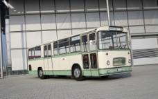 老式大客车特写图片