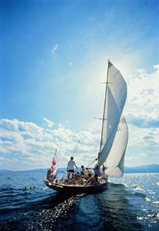 帆船航海图片