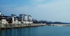 江边的渔村图片