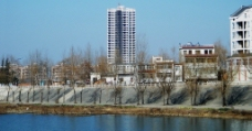 江边的家园图片