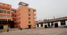 新村的学校图片