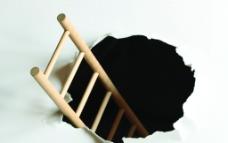 捅破纸张的梯子图片