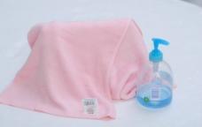 毛巾 蓝色沐浴液图片