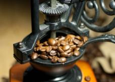 咖啡豆研磨器特写图片