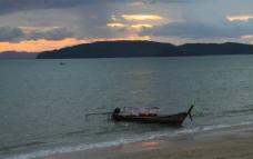 夕阳孤舟图片
