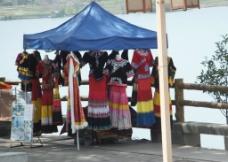 彝族服饰图片